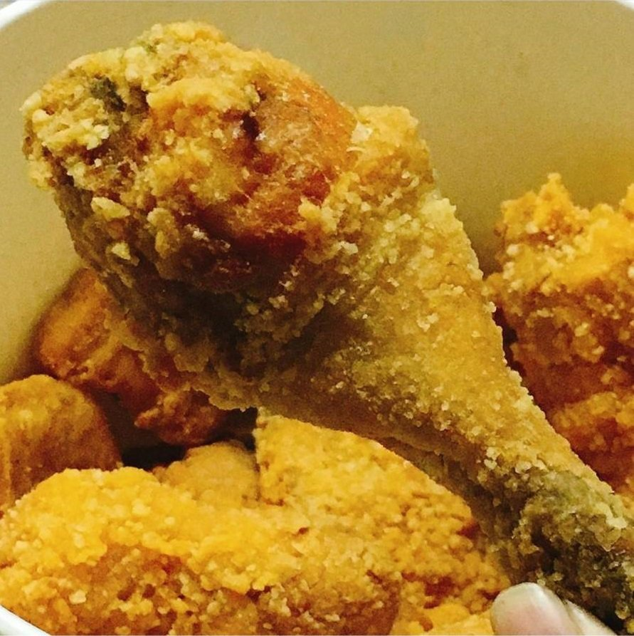 網友稱讚「SIX STAR 六星炸雞」鮮嫩多汁。IG @meitaiko 提供