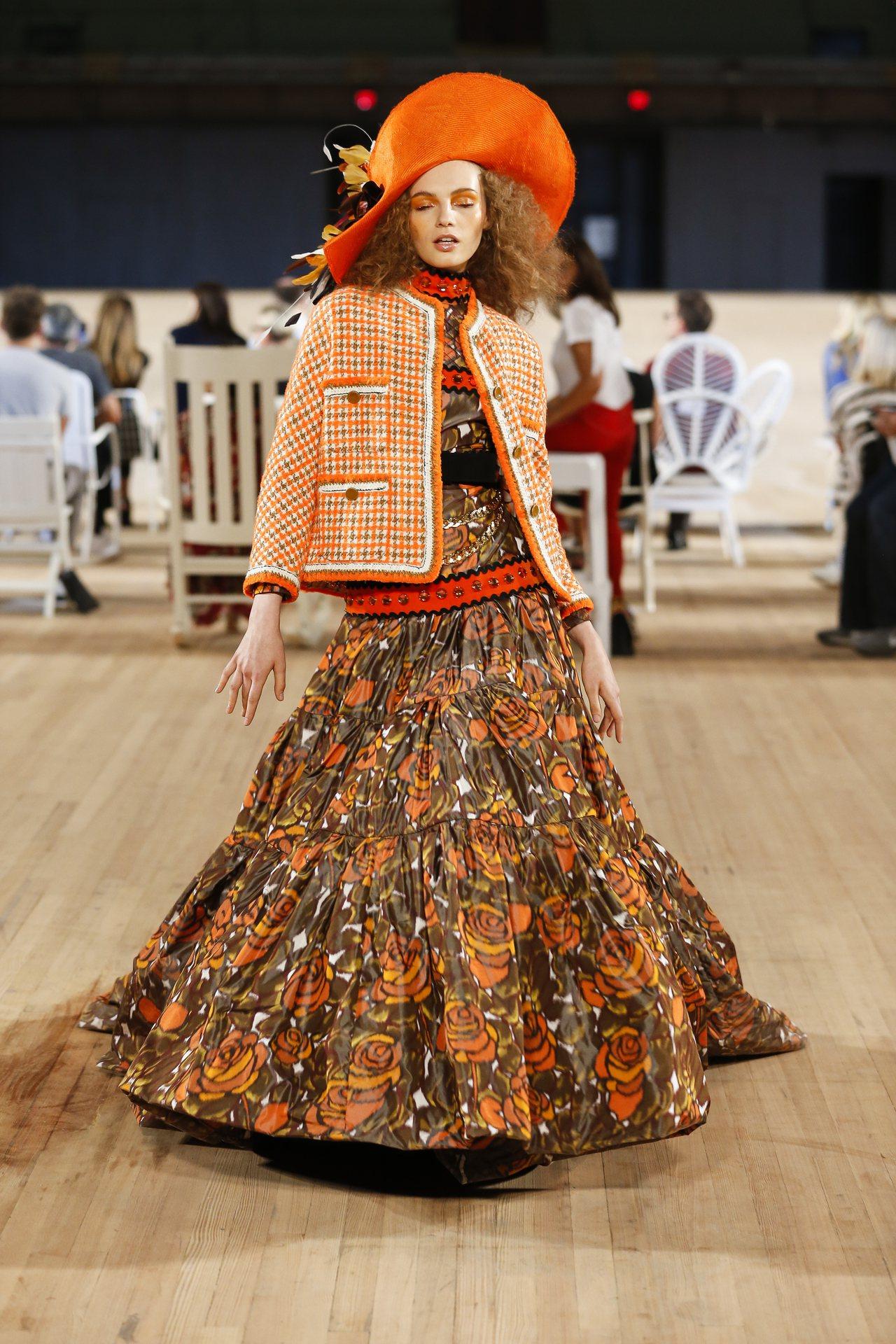 盛裝打扮的開心是MARC JACOBS春夏表達的概念之一。圖/MARC JACO...