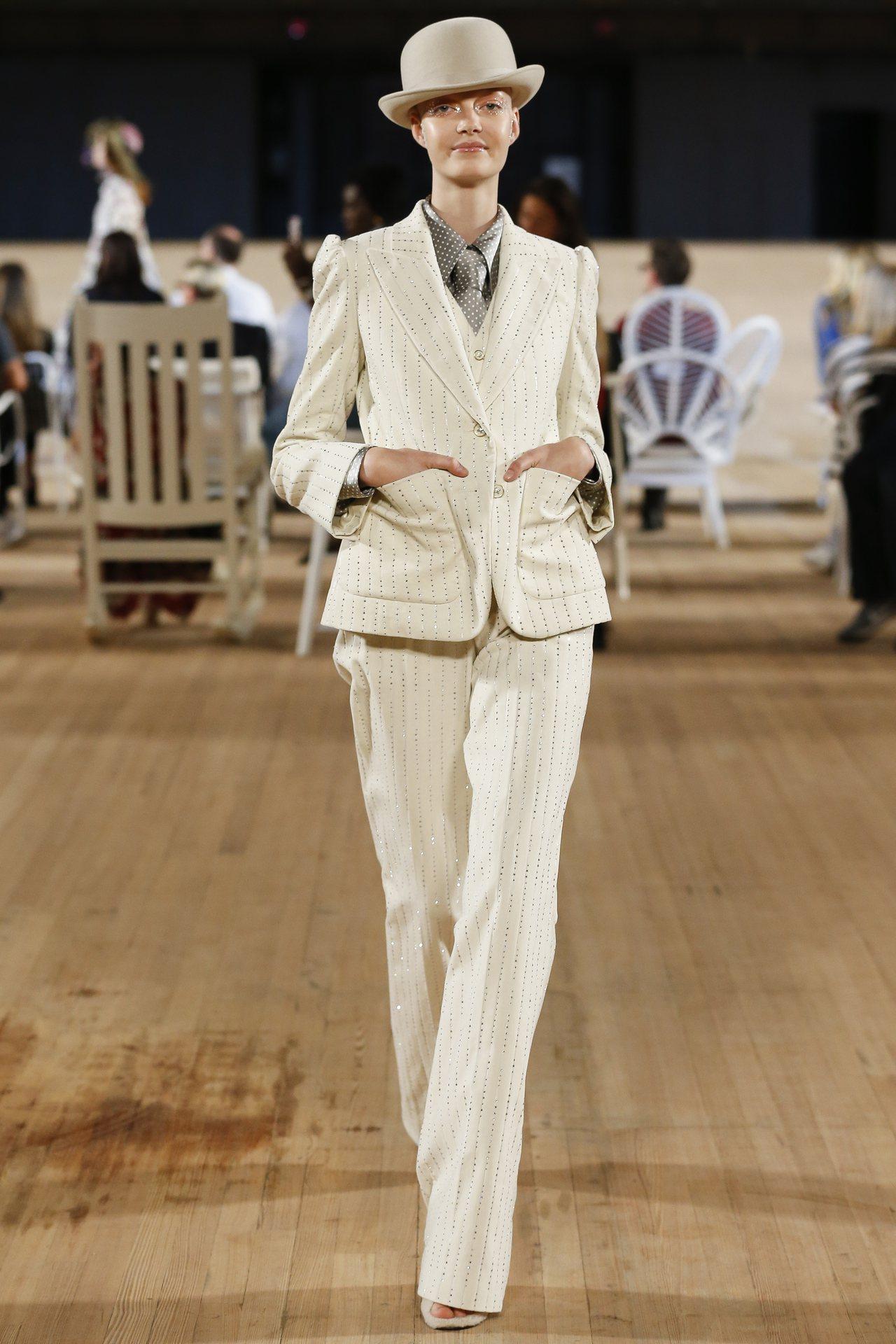MARC JACOBS時尚大秀是關於生活、放縱、夢想與未寫就的未來。圖/MARC...
