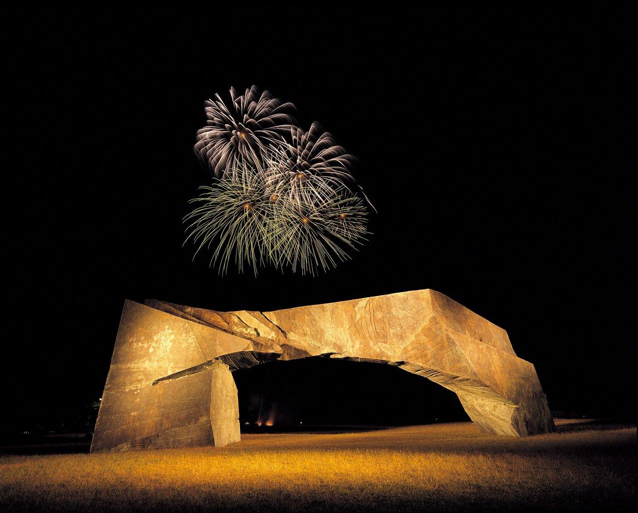 朱銘太極系列新作、雲門舞者周六絕美演出,祝賀美術館20歲生日。圖/朱銘美術館提供
