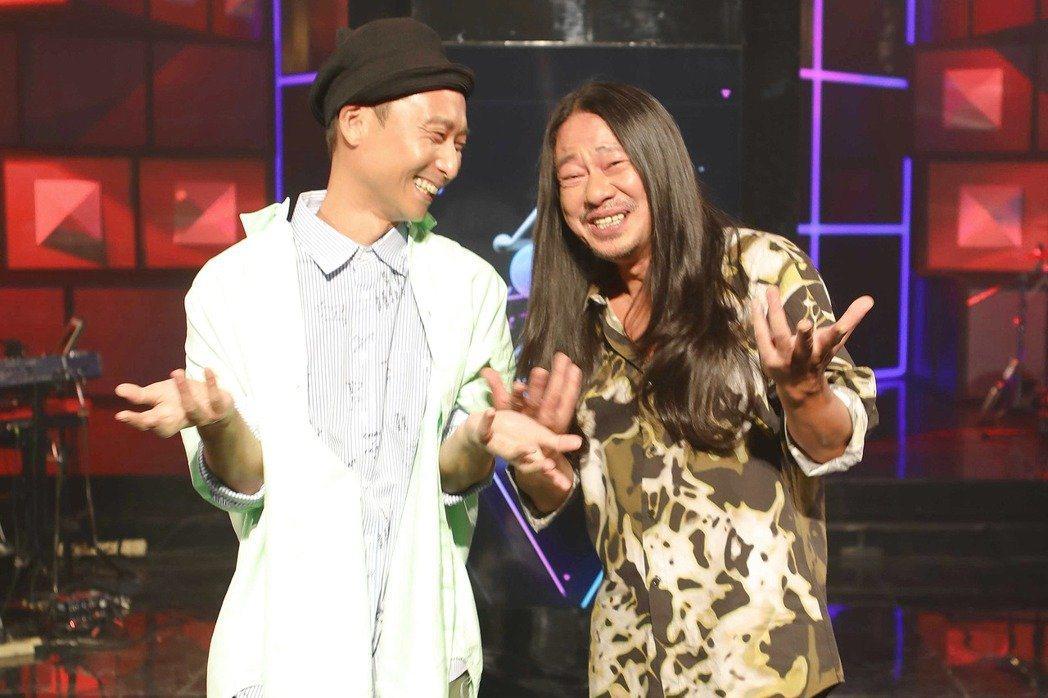 浩子(左)和乱彈阿翔決定今年一起走金鐘。圖/公視提供