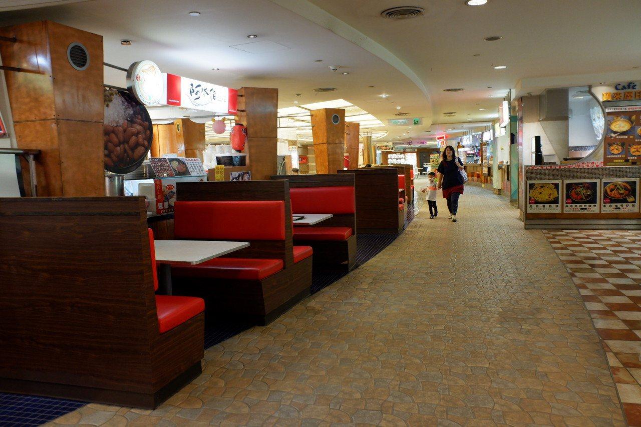 京華城的小吃街。記者江佩君/攝影