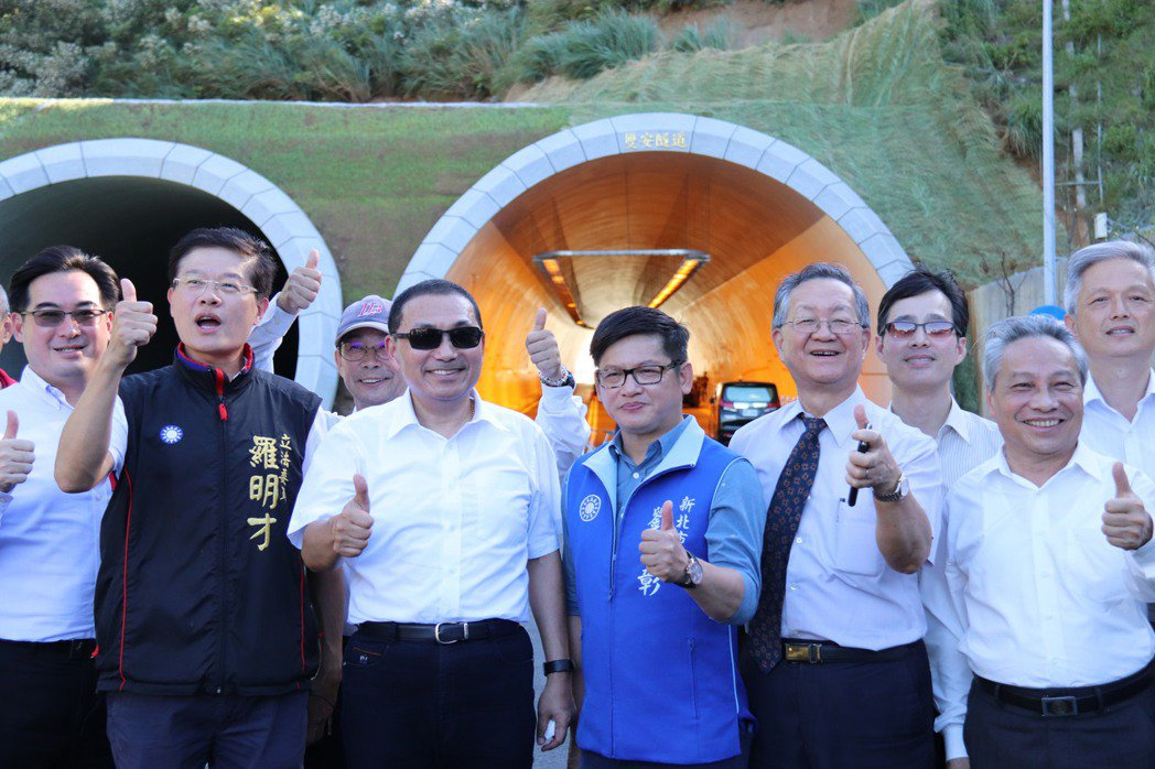 新北市長侯友宜今前往安坑視察並表示,新店安坑位於台北市郊,是名副其實的山城,預計...