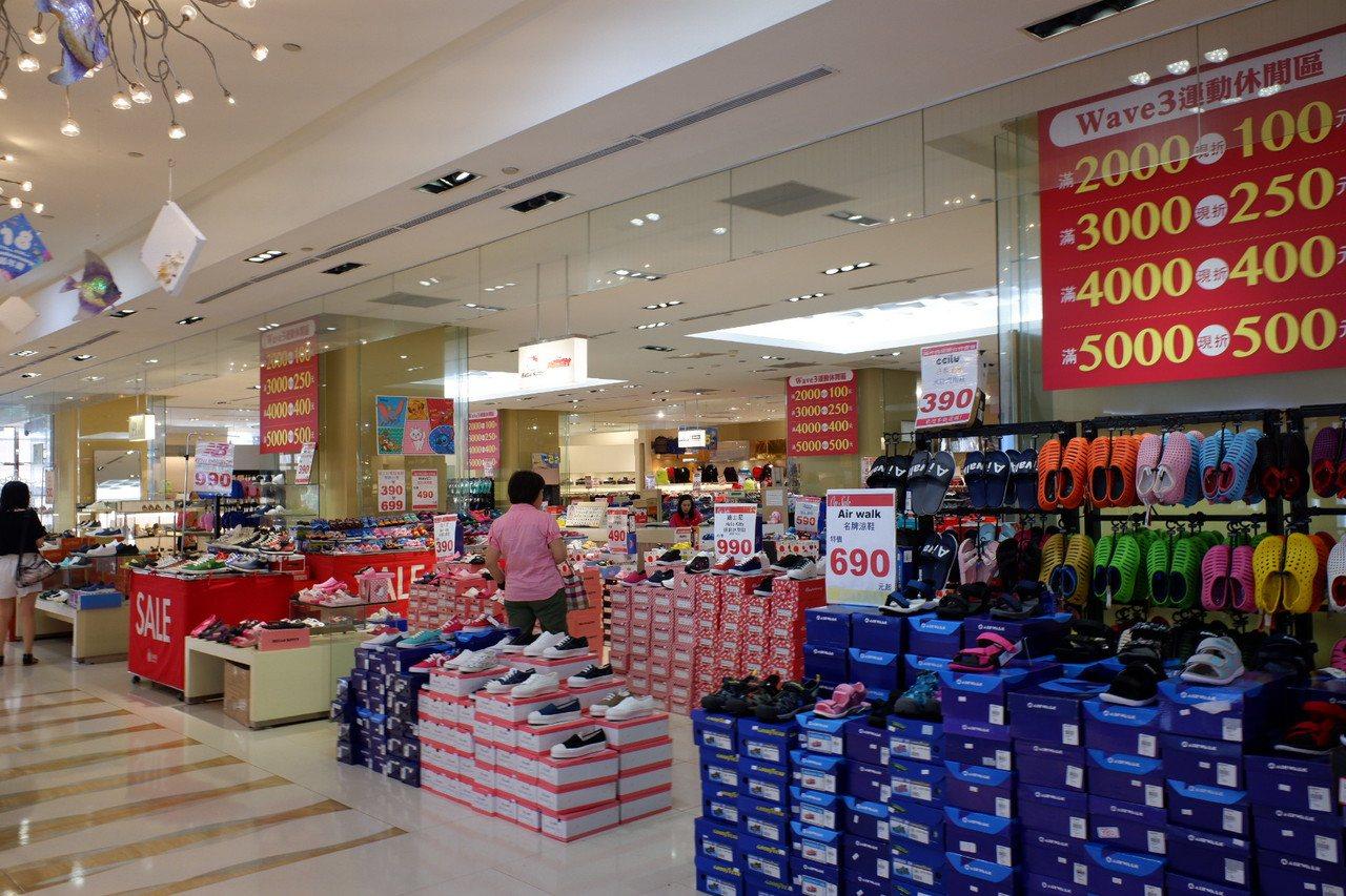 京華城推出鞋區特賣。記者江佩君/攝影