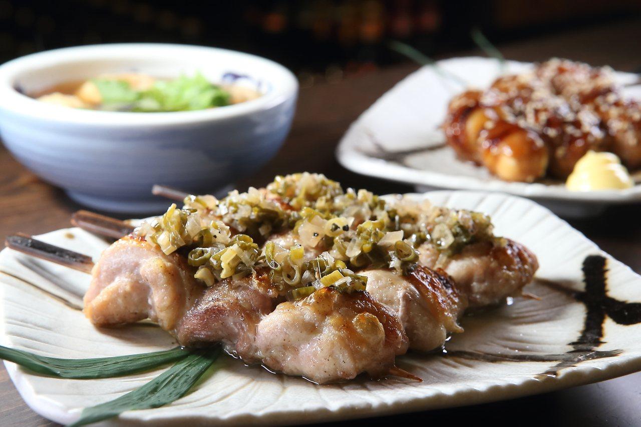 店內供應有蔥鹽雞肉串、鳥蛋豚肉串等串物料理,售價220元起。記者陳睿中/攝影