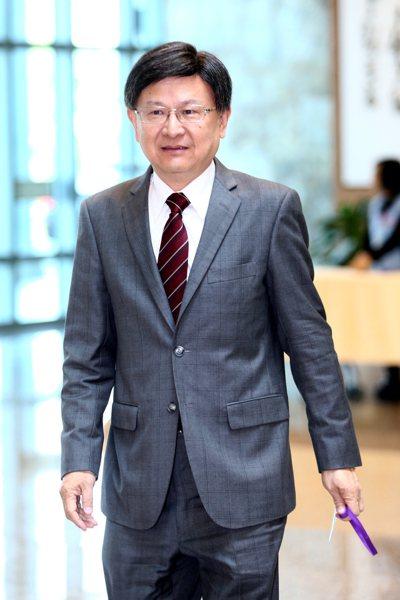 公懲會委員長石木欽原預計明年三月退休,如今因被查出有違法官倫理規範自行請辭下台。...