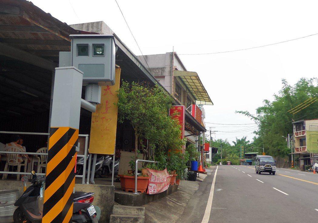 高雄市田寮區鹿埔路的違規照相測桿,取締數常是高雄第一。 記者林保光/攝影