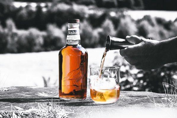 裸雀初次雪莉桶蘇格蘭威士忌─純飲版(1L)即起於台灣免稅通路上市。 圖/台灣愛丁...