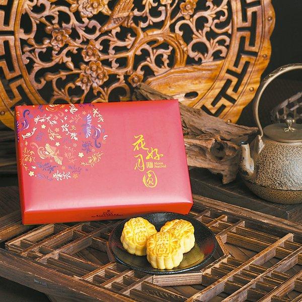 用料高檔的燕窩奶黃月餅。 圖/香格里拉台北遠東提供