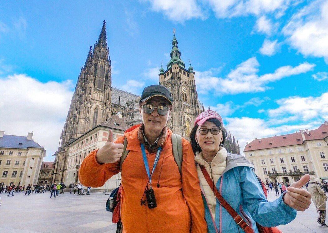畫家孫心皓(右)計劃跟夫婿萬海威博士一起遊遍世界,為夢想繼續努力。
