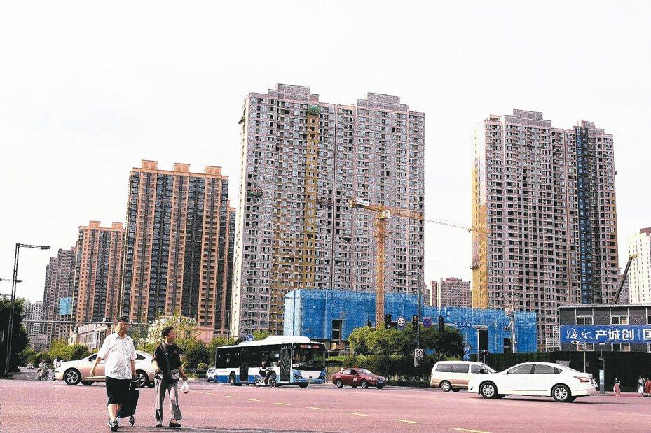 大陸國家資訊中心首席經濟學家范劍平在地產中國論壇指出,中國必然由高速增長期轉為高品質發展期,房地產也一樣,他強調,「房地產不可能再現高速增長的神話」。 本報系資料庫