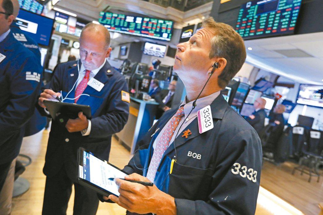 經理人建議,投資人可考慮在第四季強化收益型資產布局。 美聯社