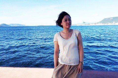 台灣女子的瀨戶內生活 © 攝影/林齊晧日本高松港邊的Ting。移住瀨戶內的生活,...
