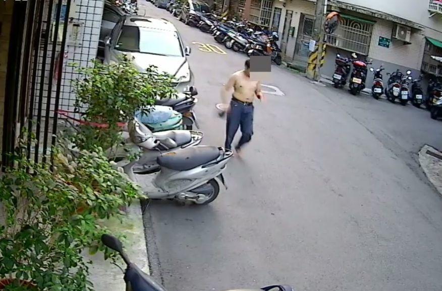 林姓男子在租屋處遭砍殺16刀,負傷跑到屋外。記者李奕昕/翻攝