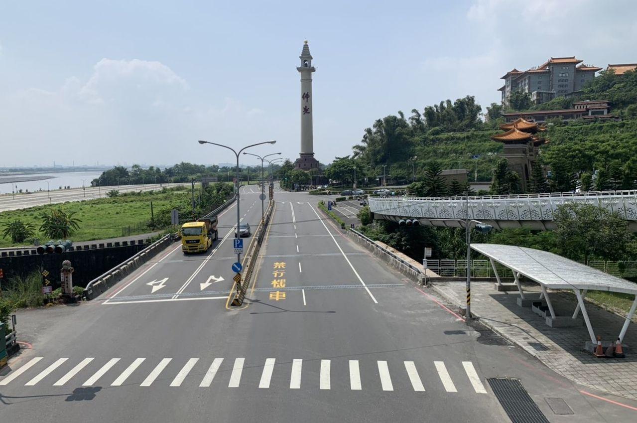 今天上午佛光山佛陀紀念館的附近道路人車稀少。記者林保光/翻攝