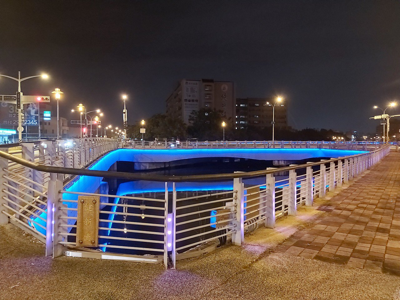 台南運河沿線11座橋梁LED光雕近期已全面完工。記者鄭維真/攝影