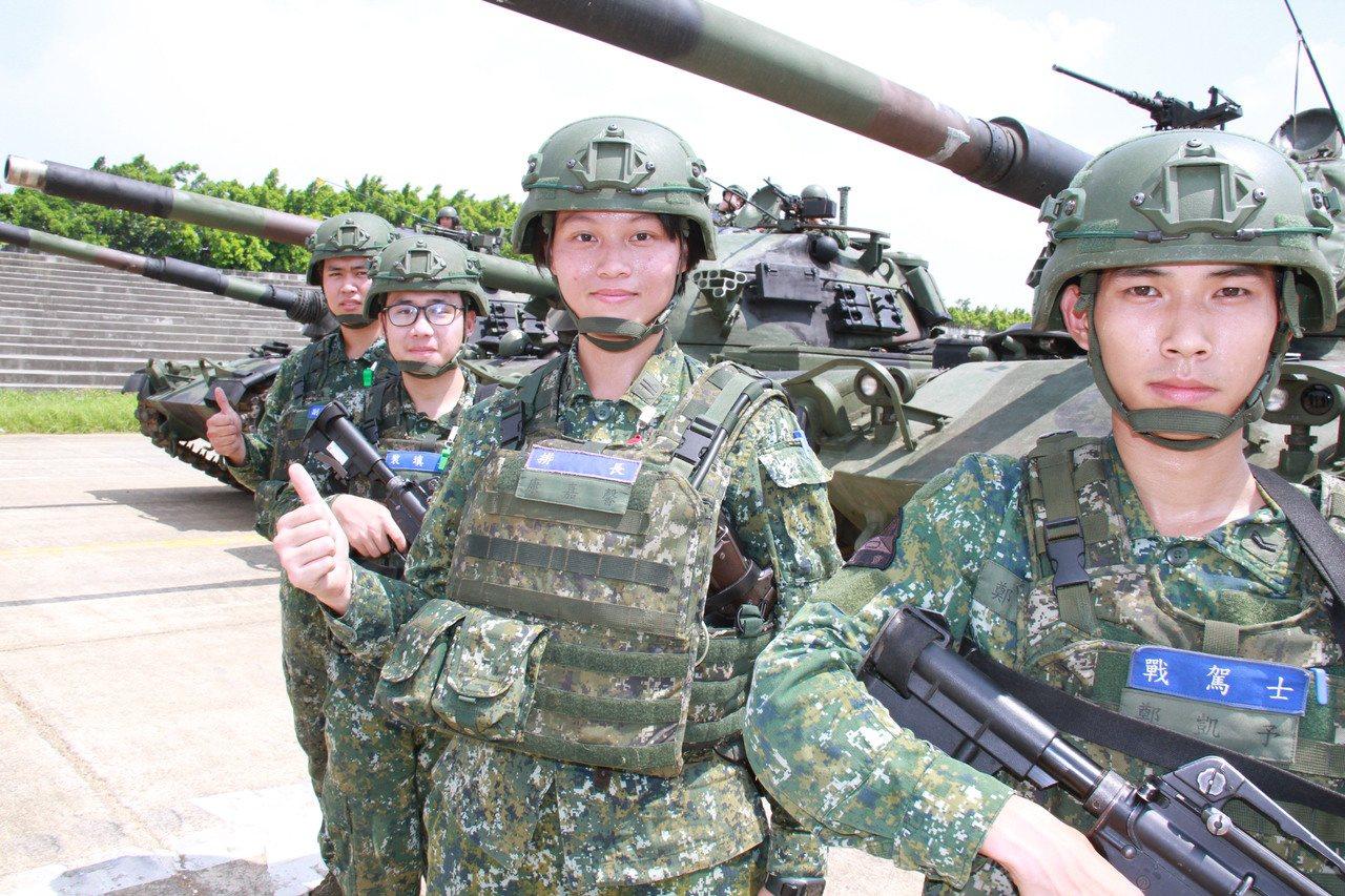 康嘉馨本身所屬CM11戰車乘員,都是男性。記者洪哲政/攝影