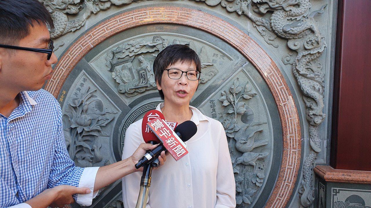 蔡壁如說,她與柯文哲討論過鴻海創辦人郭台銘是否要參選的議題,除了草包、菜包以外,...