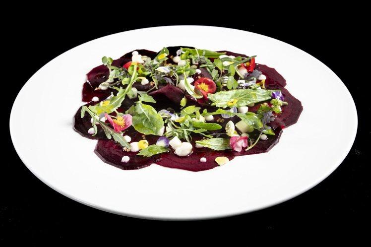 托斯卡納生菜沙拉完全使用當令季節蔬菜,配上當地橄欖油所做成開胃的料理。圖/台北文...