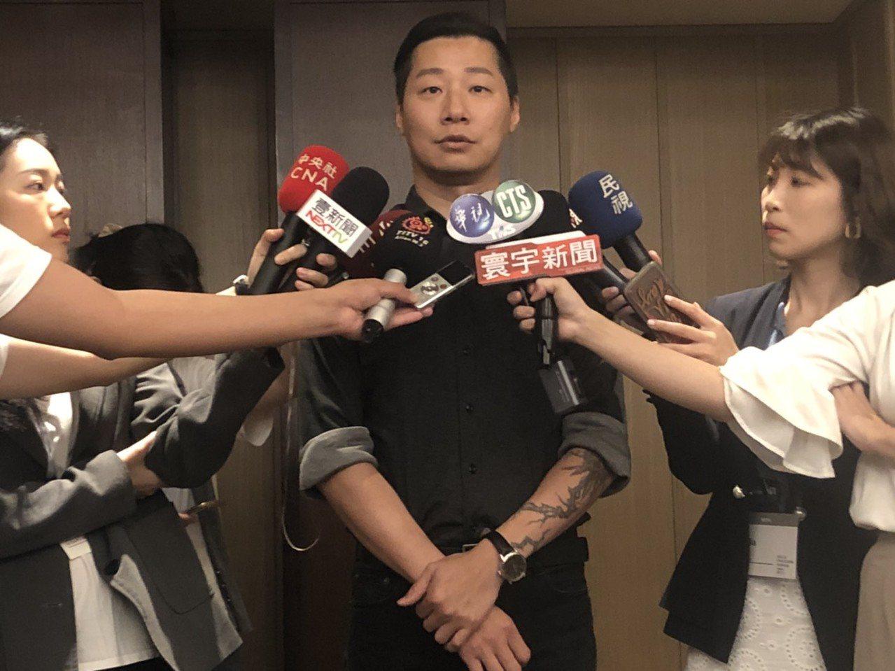 無黨籍立委林昶佐表示,臺灣、香港都在東亞第一線面對獨裁政府,台灣更是責無旁貸,因...