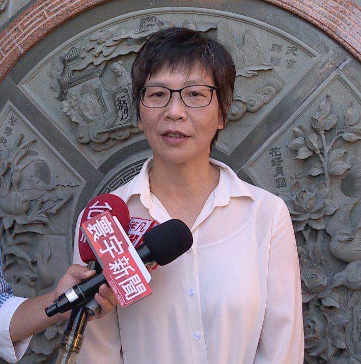 台北市府顧問蔡壁如上午表示柯文哲將全力支持郭台銘,讓民眾除了草包和菜包外能有第3...