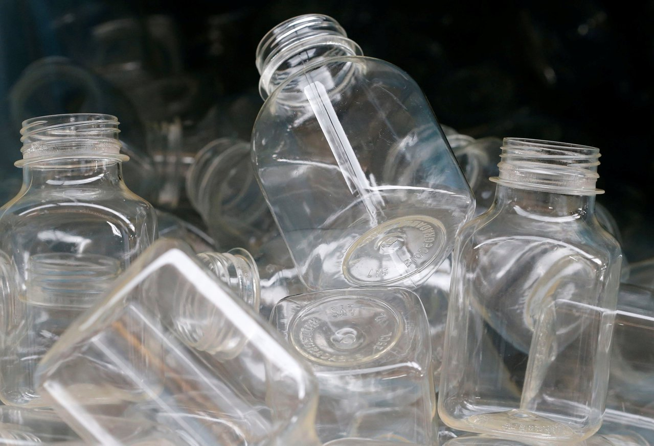 可生物分解的瓶子需要適當環境才能分解。路透