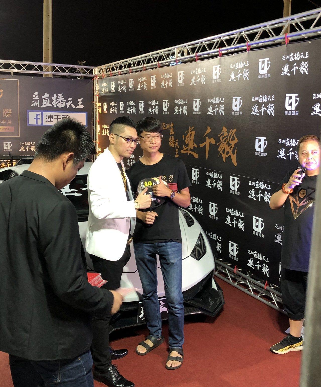 連千毅全台夜市走透透,首站就來到台南花園夜市,吸引大批粉絲參與。記者邵心杰/攝影