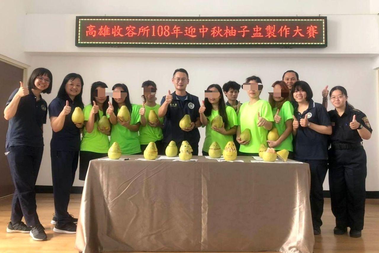 移民署高雄收容所為外籍收容人舉辦「中秋柚子盅」比賽。記者林保光/翻攝