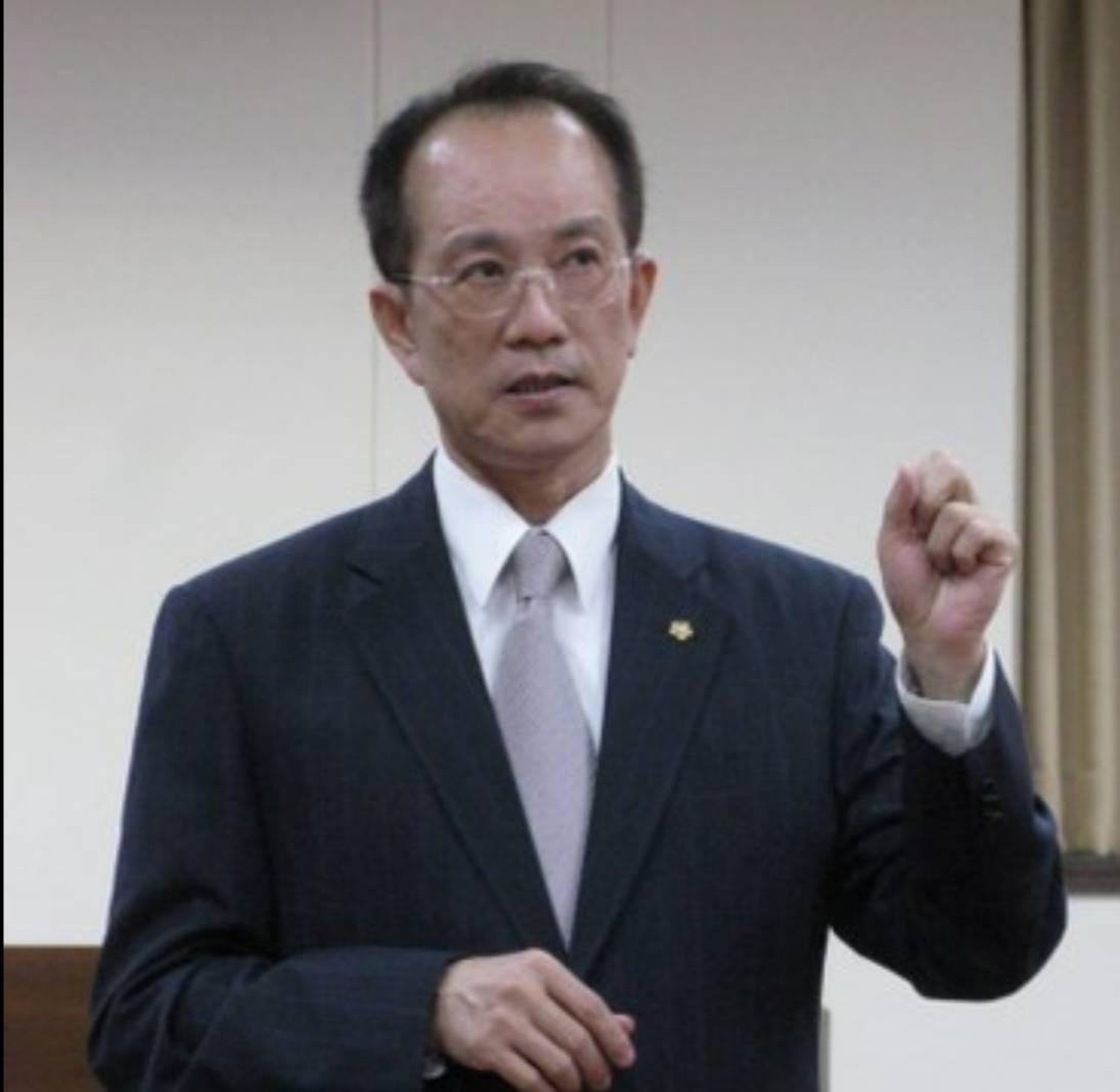 民眾黨中央委員林富男表示,台北市長柯文哲明訪高雄,只是「巧合」遇前一天鴻海集團創...