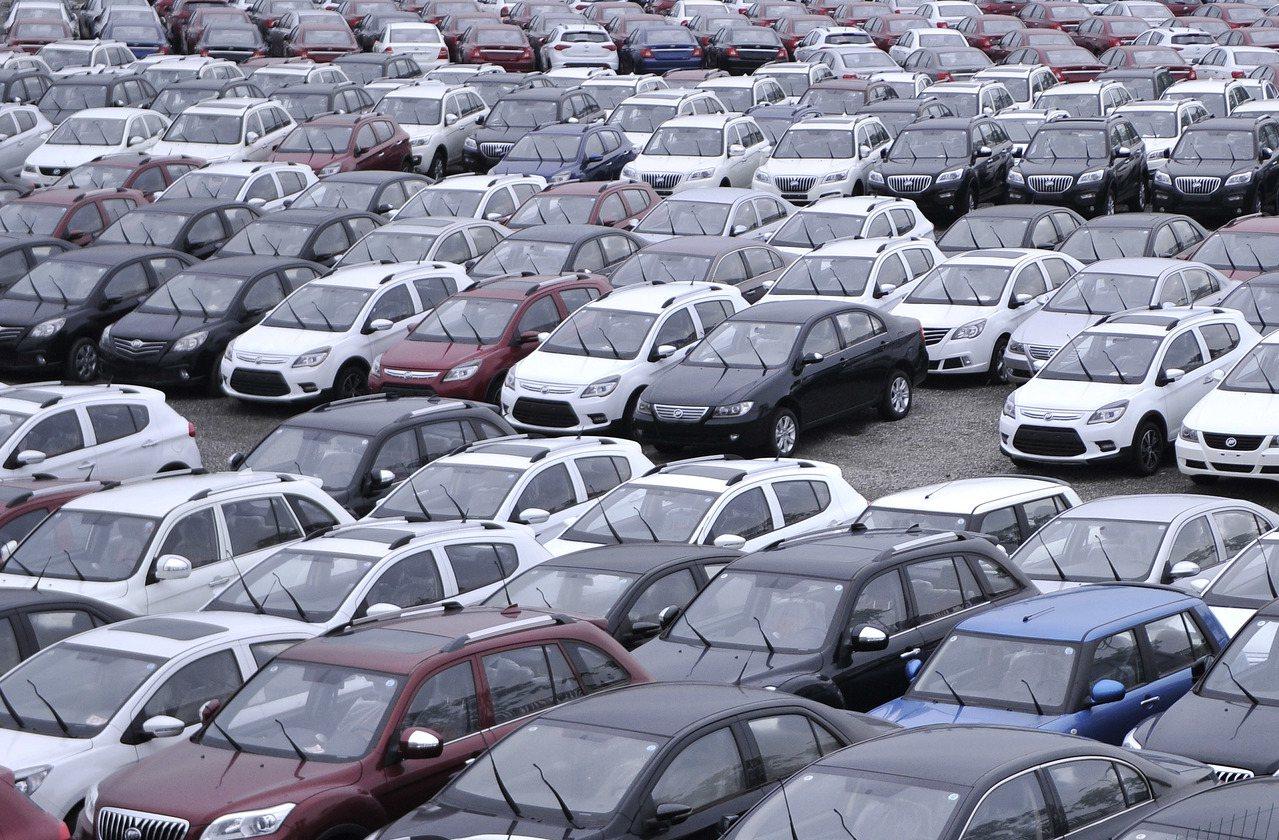 今年1月至8月,中國大陸汽車產銷分別為1593.9萬輛和1610.4萬輛,同比分...