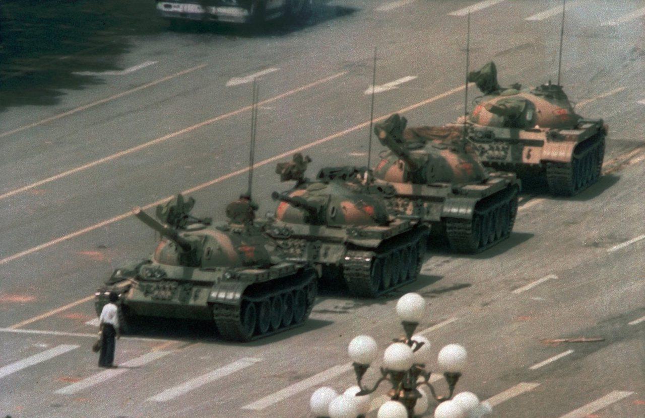 拍下經典「坦克人」六四民運照片的攝影記者柯爾,上周去世。(美聯社)
