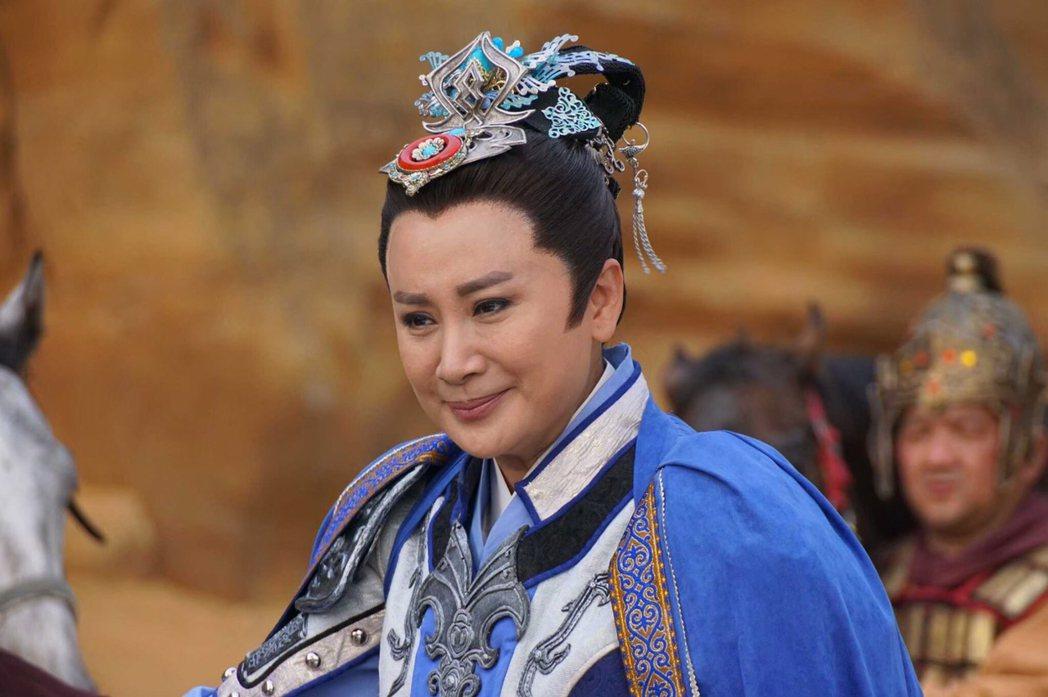 陳亞蘭在「忠孝節義」中的演戰神扮相威風凜凜,女粉狂按讚。圖/麗生百合提供