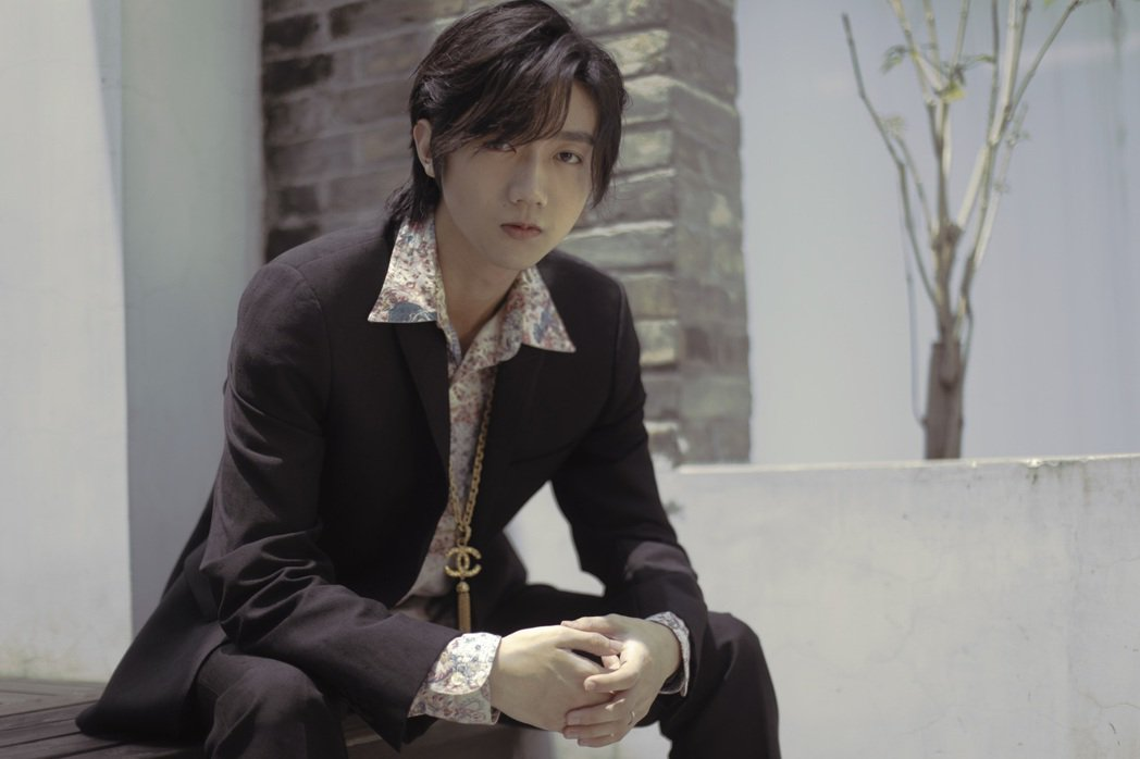 選秀節目「明日之子」出身的孟子坤出道2年發片,獲薛之謙稱為唱歌天才。圖/杰思國際