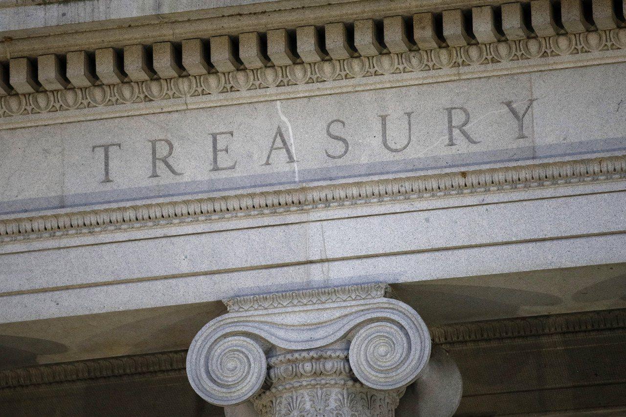 美國財政部12日表示,今年度前11個月的預算赤字突破1兆美元大關,為七年來首見。...