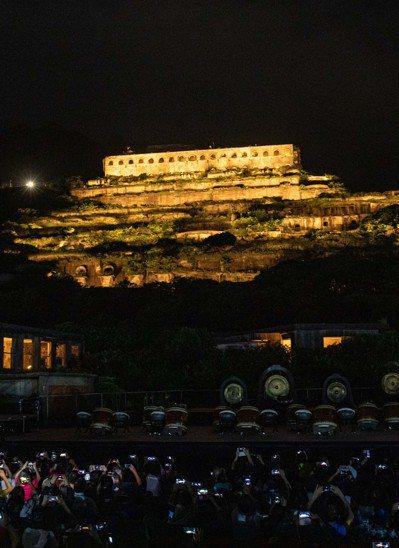 瑞芳的十三層遺址在中秋夜亮起溫暖燈光。圖/中華文化總會提供