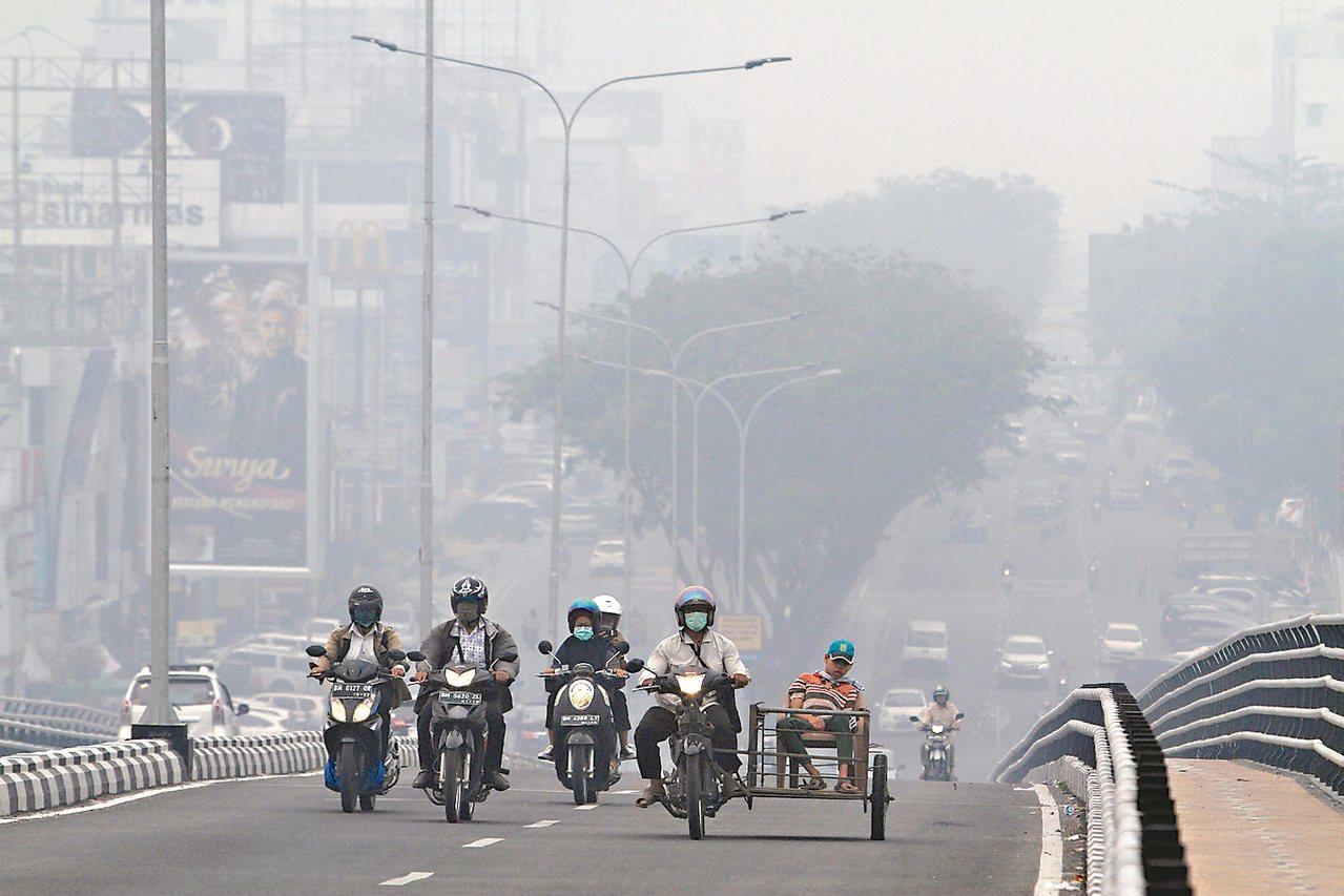 新德裡霧霾相當嚴重。 (美聯社)