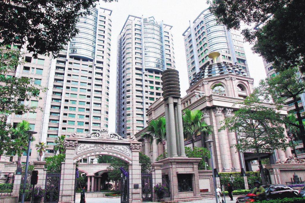 建案保留戶常會選擇頂樓或高樓層,圖為宏盛帝寶。圖/聯合報系資料照片