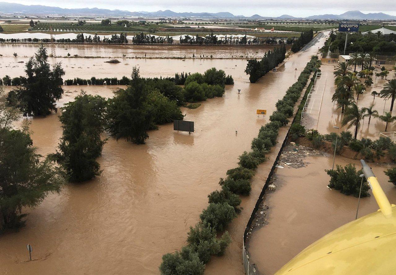 西班牙東南部鬧水災,至少5死。 歐新社