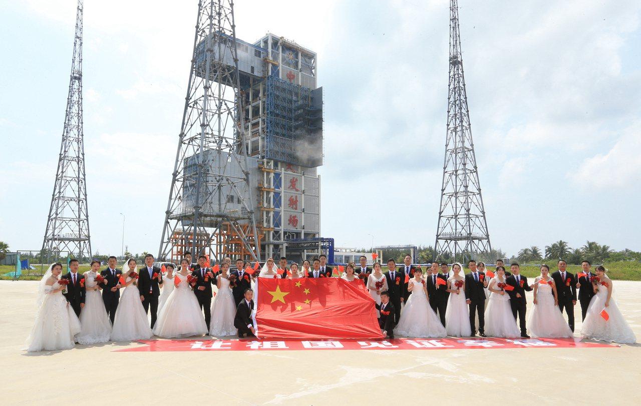 西北、南海、北京三地 200對航天伉儷 中秋集體結婚 中國新聞社