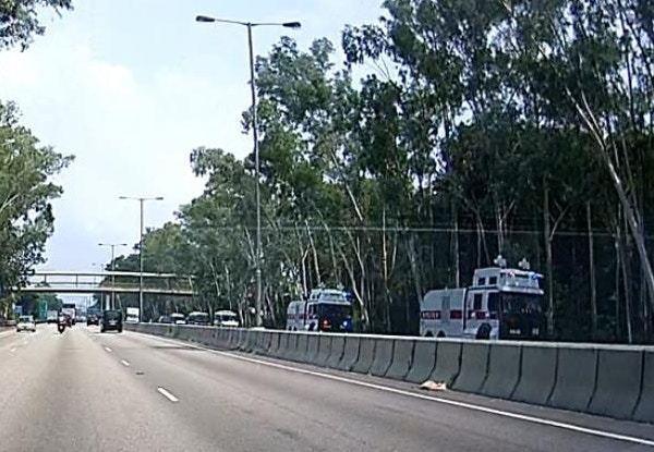 至11時許,有兩輛水炮車經粉嶺公路向元朗及天水圍方向駛去。 香港01記者/攝...