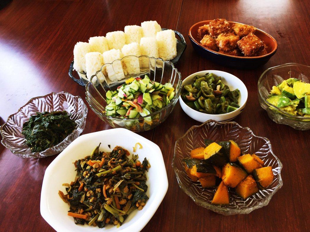產廢參訪的午餐會,由豐島住民以在地食材招待,過程中會安排島民小農與大家共餐交流,...