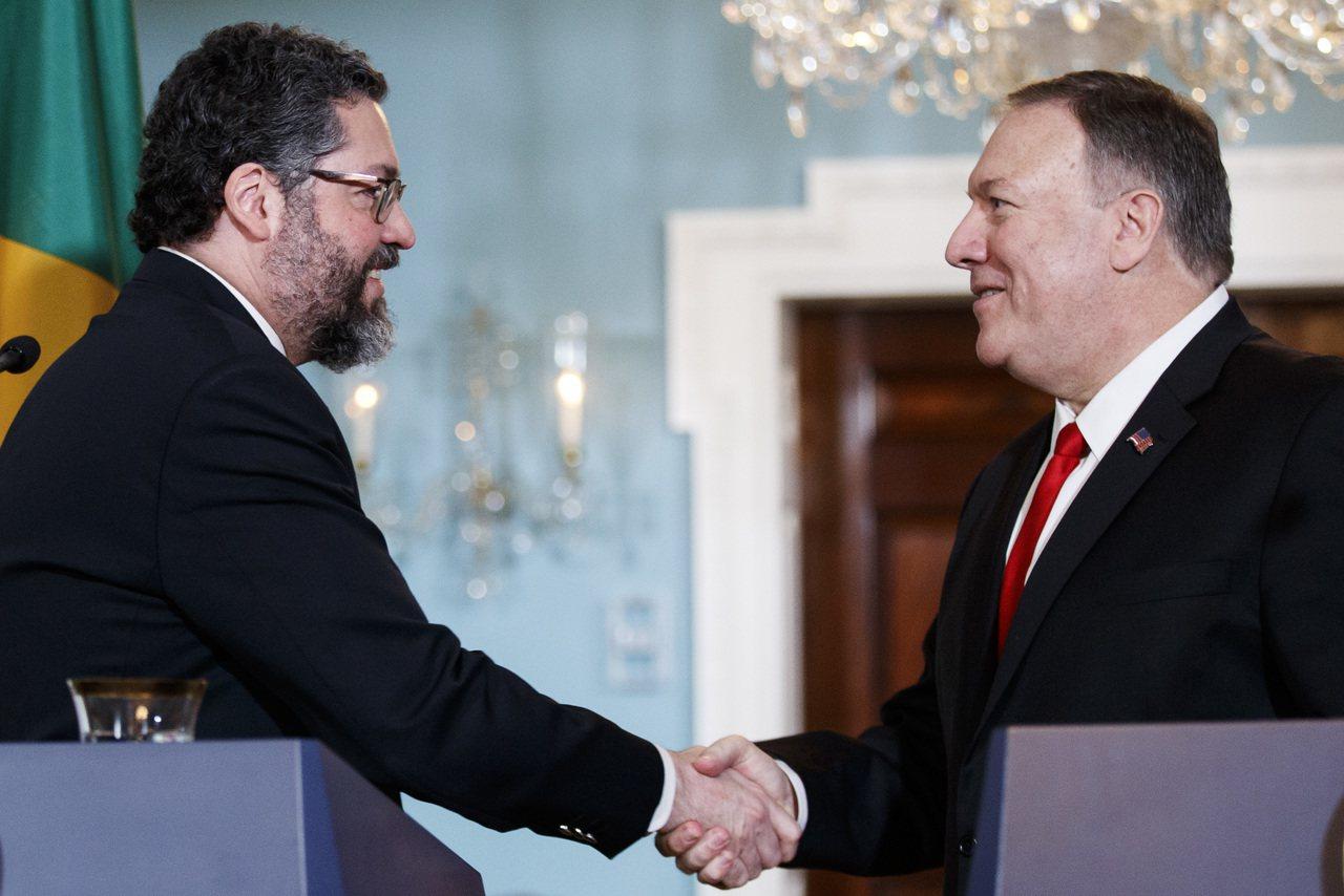 巴西外長阿羅荷13日在華府與美國國務卿龐培歐舉行聯合記者會。新華社