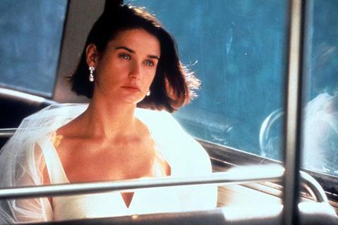 曾因「第六感生死戀」、「桃色交易」在好萊塢紅極一時、曾經締造女星最高片酬紀錄的黛咪摩兒,近年來幕前表現平平,卻因生平經歷過於精彩,被書商力邀出版回憶錄,親自揭開15歲慘遭強暴的痛苦往事。她生長的家庭...