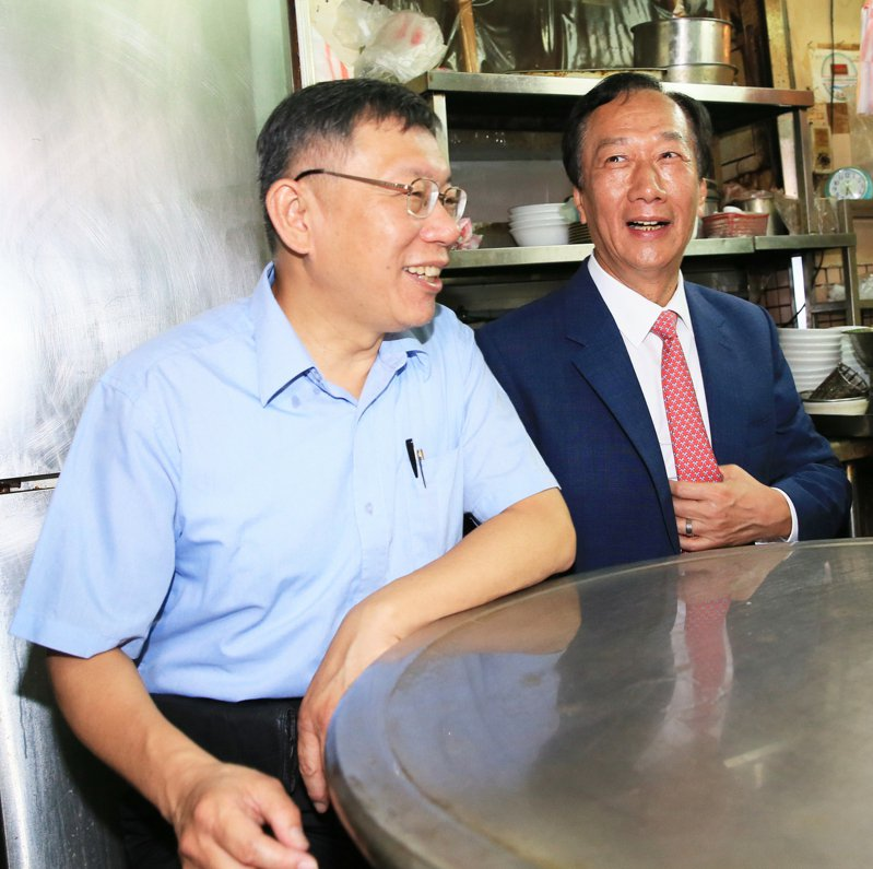 鴻海創辦人郭台銘與台北市長柯文哲下一步備受關注。  本報系資料照片