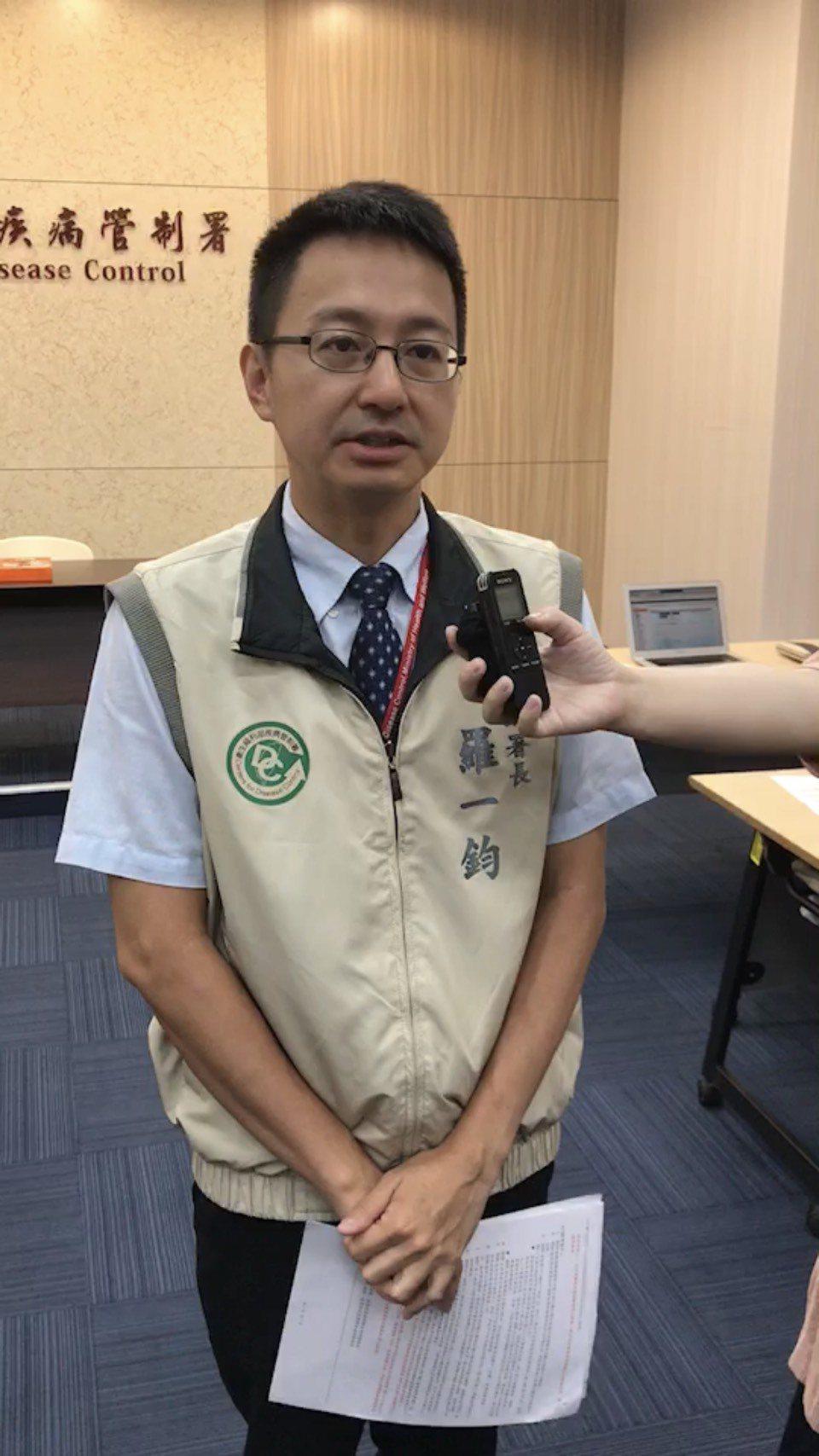 疾管署副署長羅一鈞表示,疾管署日前已再度公告,呼籲醫事人員執業請落實標準防護措施...