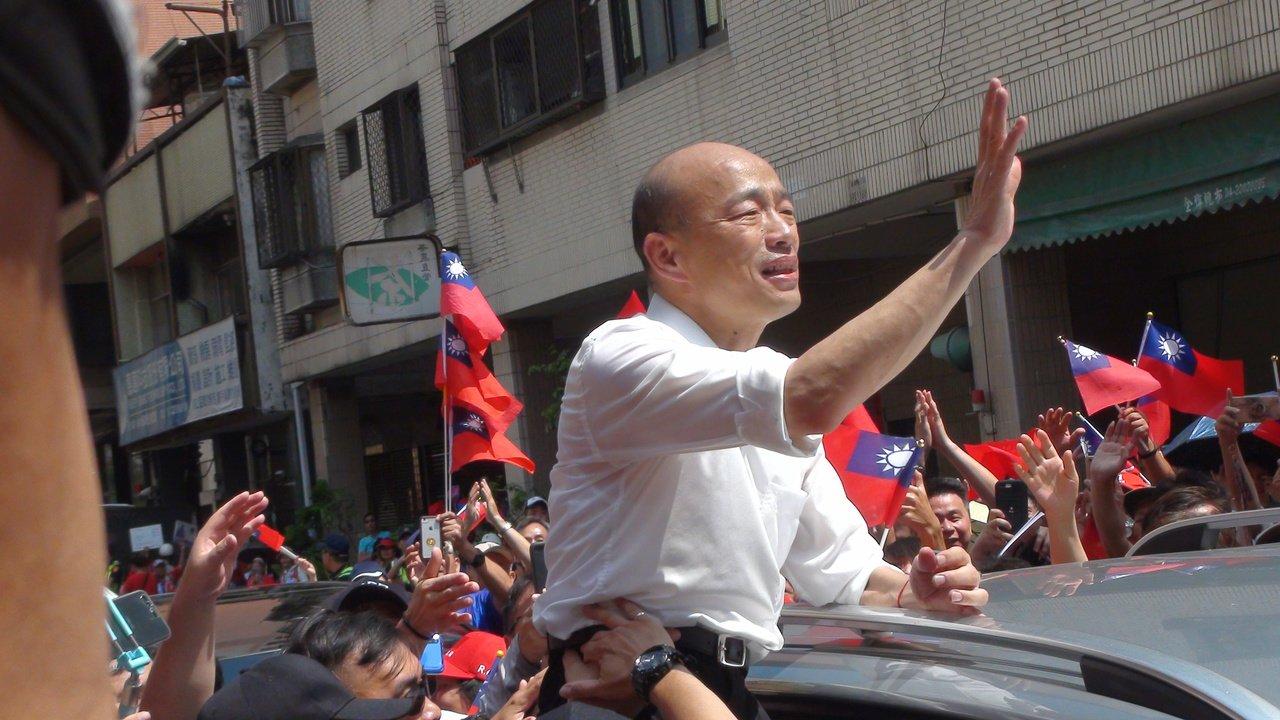 國民黨總統參選人韓國瑜今天上午到北區明德宮天聖堂。記者余采瀅/攝影