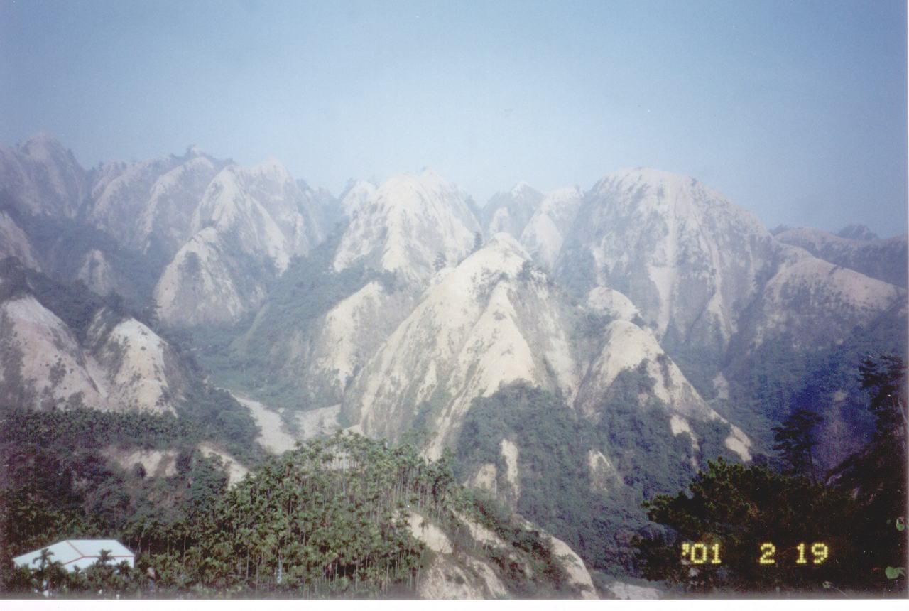 南投九九峰在921地震大規模崩塌,群峰一晚白頭。圖/南投林管處提供