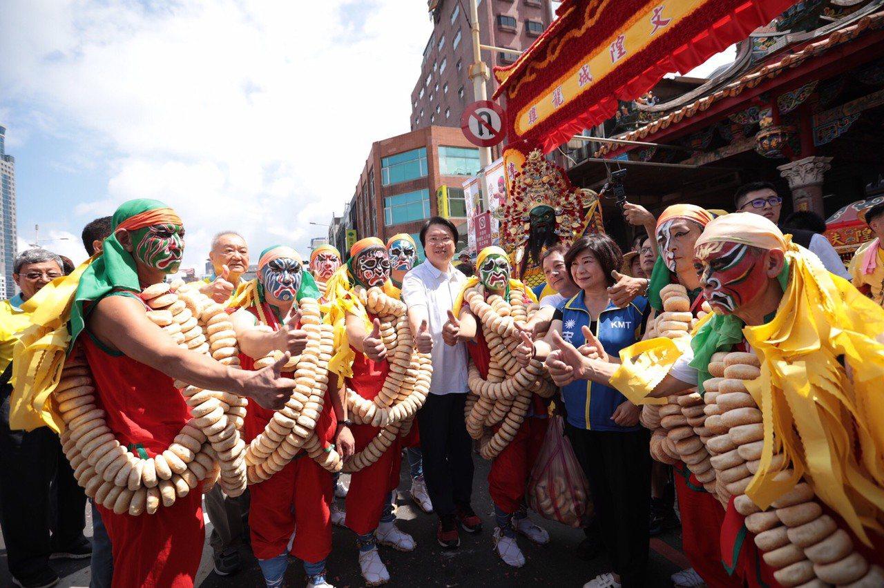雞籠城隍文化祭曁202年安座大典的壓軸活動日巡遶境,今天下午熱鬧登場,市長林右昌...