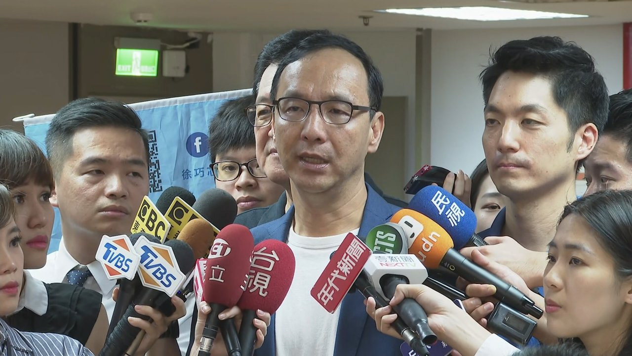 藍基層力拱「韓朱配」,朱立倫昨表示,初選結束當天就向韓國瑜表達「一定幫忙,不要位...