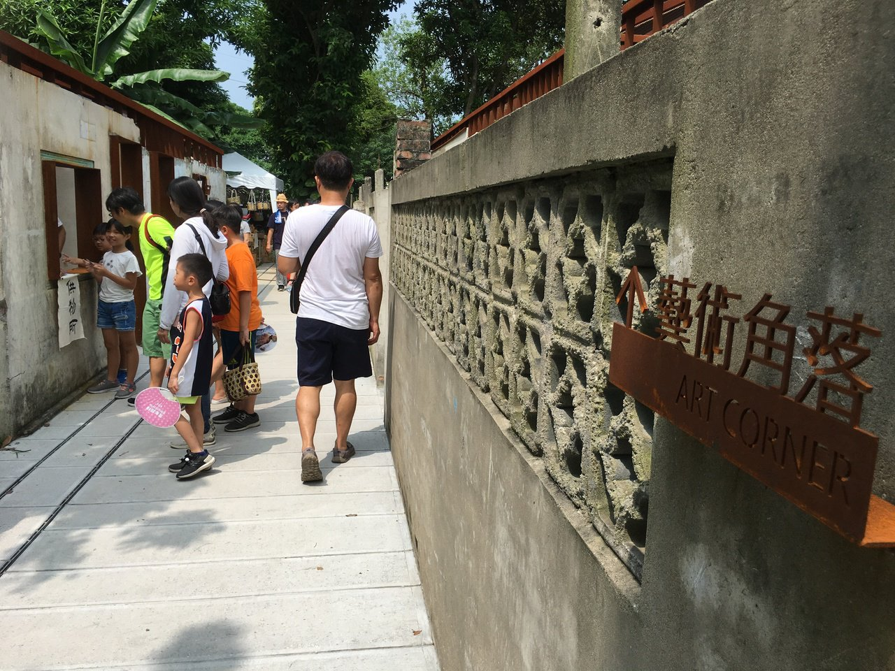 雲林縣虎尾鎮建國眷村文化祭今天在建國一村開幕,經過修繕的眷村,透過青年進駐,讓遊...